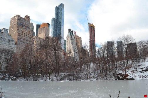 19-premieres-neiges-new-york-lac-gele-building-view-pomme