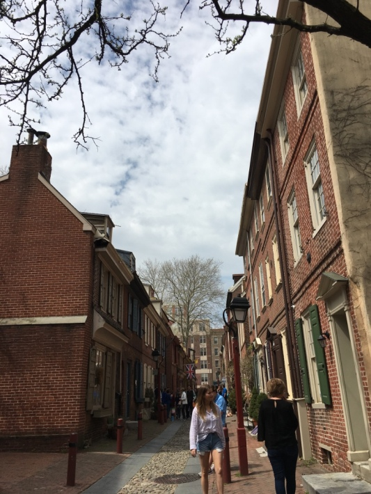 3 -Philadelphia_tourists_Elfreths_Alley