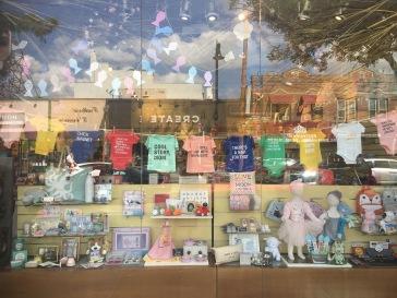 Astoria-Ditmars-Willow-Road-Shop-vitrine