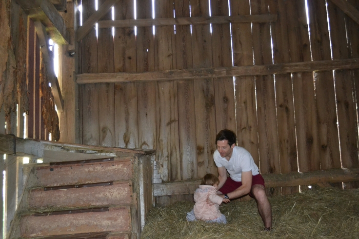Pocono_QuietValley_Living_Farm_grange et foin